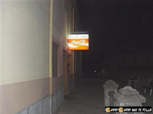 Curiosa entrada del restaurante TO[+].