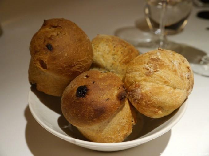 Pan blanco, de nueces, pasas y semillas de amapola