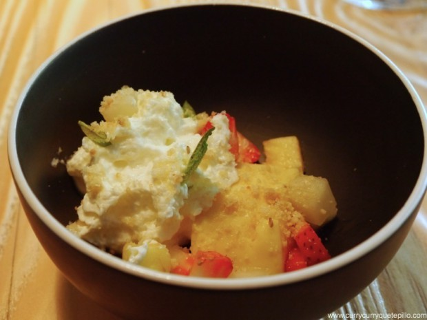 Panacotta de fruta de la pasión con mousse de yogur y fruta