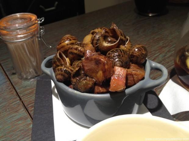 Cazuelita con caracoles picantes.
