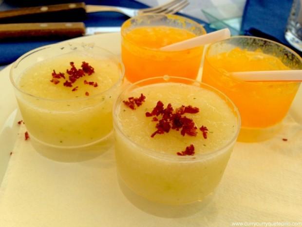 Aperitivos de la casa: melón con jamón y sangría de cava y mango.