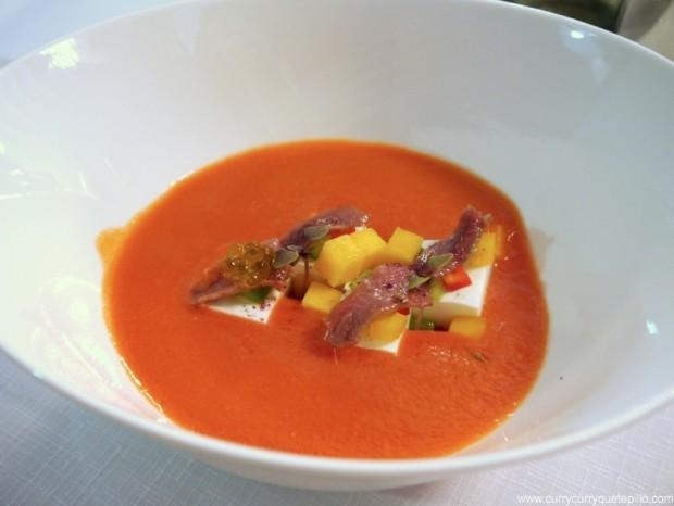 Gazpacho de melocotón con anchoas de L'Escala y queso fresco (Vicus Restaurant).