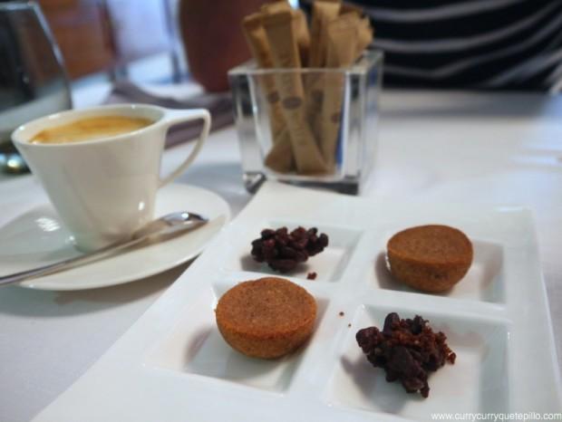 Cafés y petit fours en Vicus Restaurant.