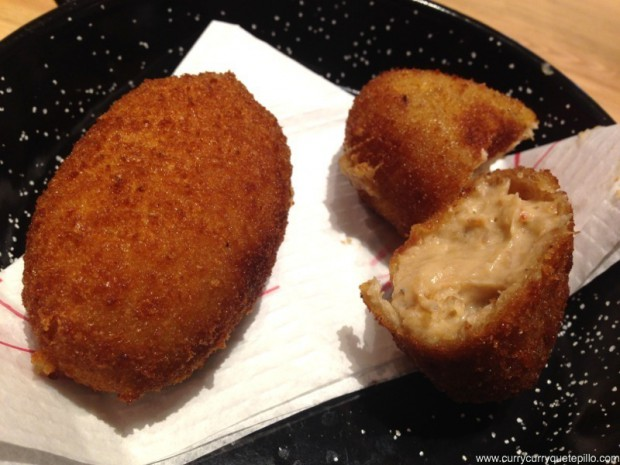 Croquetazas de bogavante con confit de pato de Paella Bar Boqueria.