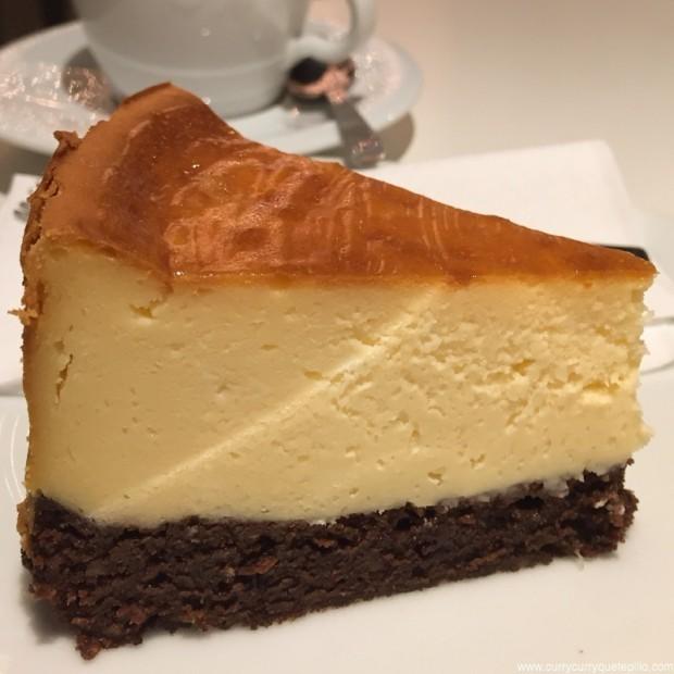 Pastel cheesecake-brownie de Think Sweet.