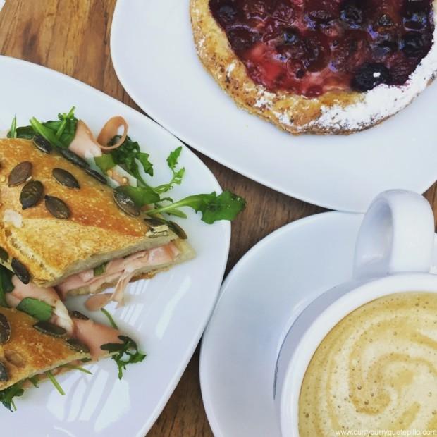 Desayuno en Pratik Bakery.